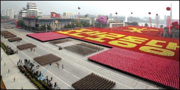 Het Plein van Propaganda in de hoofdstad Pyongyang van Noord Korea zoals iedereen het land moet zien.