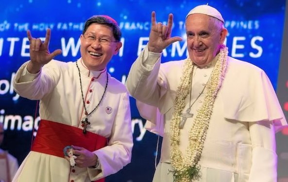 Paus_geeft_Heil_Satan_teken